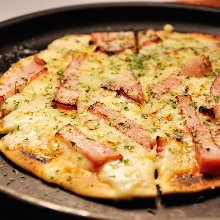 Cheese and bacon pizza