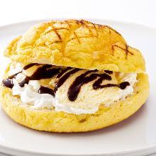 Rocky Bun with Ice Cream