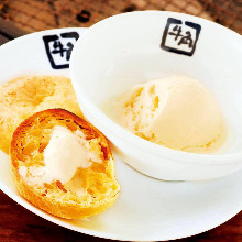 Bread with vanilla ice cream