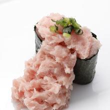 Minced tuna gunkan sushi rolls