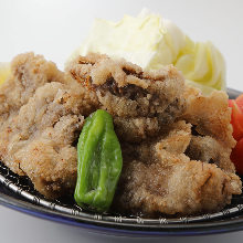 Marinated deep-fried tuna cheek (seasoned with soy sauce)