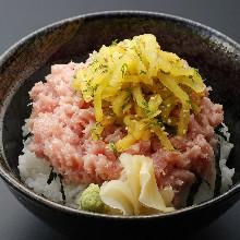 Fatty tuna and pickled daikon rice bowl