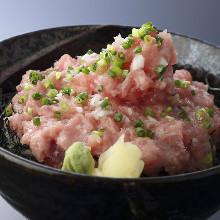 Raw fatty tuna and spring onion rice bowl