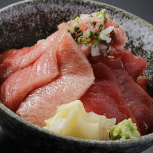 Raw tuna rice bowl