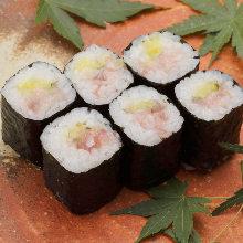 Fatty tuna and pickled radish sushi roll