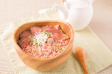Seared beef rice bowl