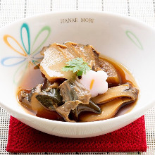 Steamed and stewed abalone