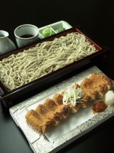 Chilled buckwheat soba noodles on a bamboo strainer served with fried tofu