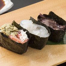 Assorted gunkan sushi, 3 kinds