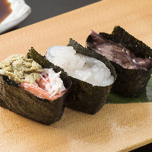 Assorted gunkan sushi, 3 kinds