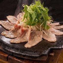 Kawara tile-grilled pork