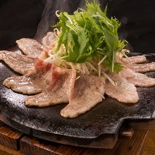 Kawara tile-grilled pork