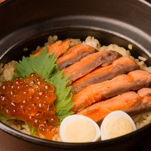 Salmon and salmon roe takikomi gohan (mixed rice) in an earthenware pot