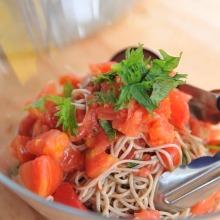 "Chilled ""Funori soba"" (buckwheat noodles) with tomato"