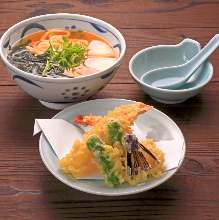 Wheat noodles with tempura