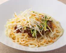 Ja ja men (noodles topped with ground meat)