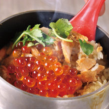 Harako kamameshi (salmon roe over pot rice)