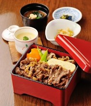 Sukiyaki hotpot beef and vegetable rice bowl