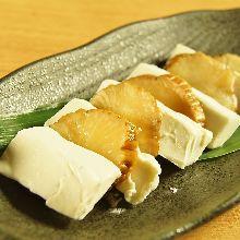 Iburi Gakko (smoked and pickled)