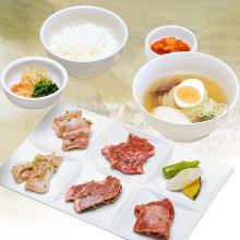 Lunch set of yakiniku and half-reimen
