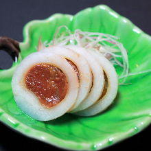 Rui be (slices of raw fish served with peppers)