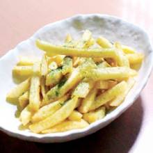 Potatoes with salt and green laver