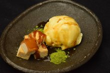 Warabimochi (bracken-starch dumpling covered in sweet, toasted soybean flour) with ice cream