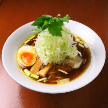 Chinese noodles (Fine strips of leek,Shellfish broth)