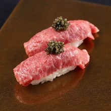肉握り寿司キャビアのせ