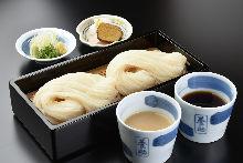 二味せいろ 醤油つゆとごま味噌つゆ Cold udon, with seasoning soy sauce and sesame miso sauce