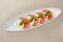 トマトとモッツアレラのサラダ
