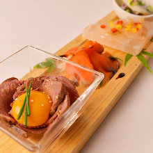 カルパッチョ (季節の魚,牛肉)