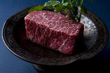 牛肉の赤身厚切り