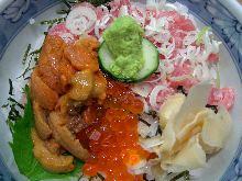 ネギトロ・ウニ・イクラの海鮮丼
