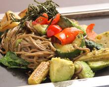 アボカド焼き日本そば 京都野菜ミックス