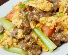 牛肉と卵とトマトの醤油炒め