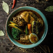 チキンと豚角煮と野菜のスープカレー