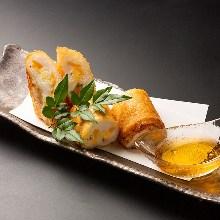 海老とチーズのスティック春巻き