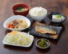 鯖の生姜煮と肉じゃが定食