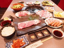 銀のコース(赤毛和牛全種約80品食べ放題)