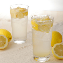 生レモンサワー Carbonated Shochu with Fresh Lemon