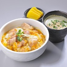 달걀 닭고기 덮밥