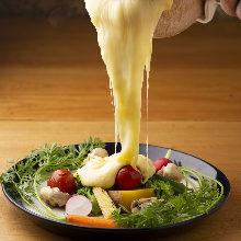 라클레트 치즈 얹은 제철 채소