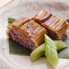 장어와 흑미로 만든 막대 모양 초밥