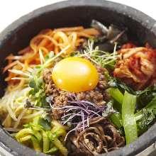 고기 구이 돌솥 비빔밥