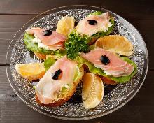 핀초 샐러드