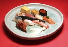 모둠 쥔 초밥