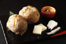 크림치즈 곁들인 구운 감자 버터