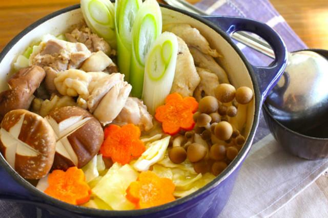 맛있는 미즈타키 닭 날개 냄비 요리의 전통적인 하카타 레시피!