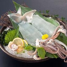 활오징어 스가타 즈쿠리(통째로 그릇에 담는 회)
